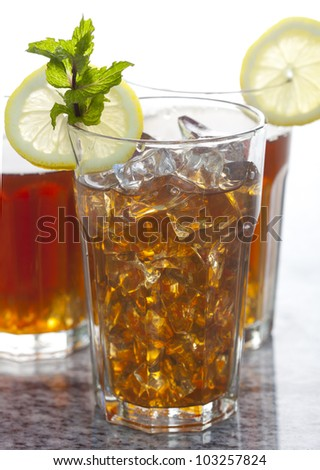 Fresh Ice Tea with lemon and peppermint