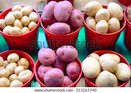 Fresh new red and white potatoes at the farmers market