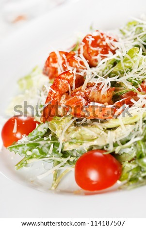 Fresh salad with shrimps