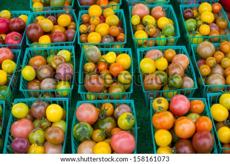Fresh tomatoes at farmers market