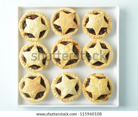 Freshly baked Christmas mince pies - stock photo