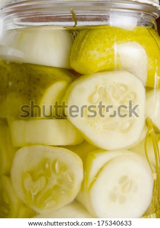 Freshly made pickles cucumbergs preserved with dill and peppercorns