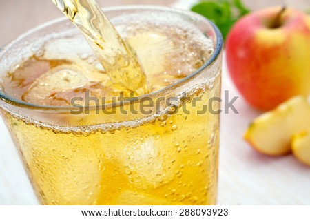 Freshly poured apple juice spritzer