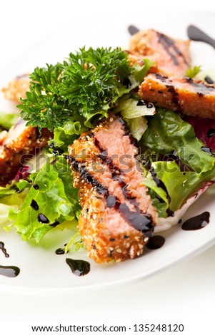 Freshness Salmon on Salad Leaves with Sauce