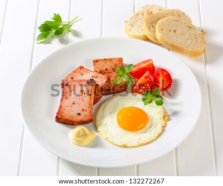 fried egg with leberkase and tomatoes