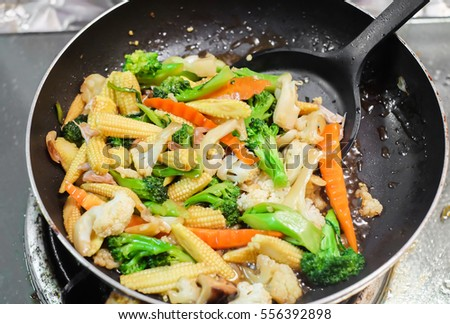 Fried mixed vegetables in pan