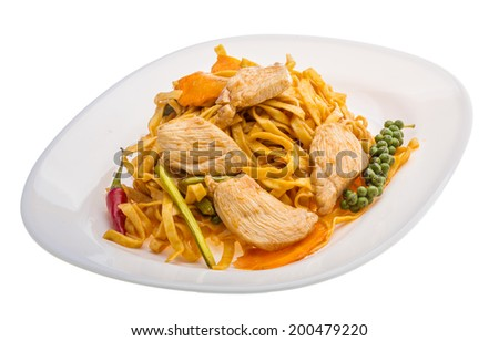 Fried noodles with chicken and vegetables