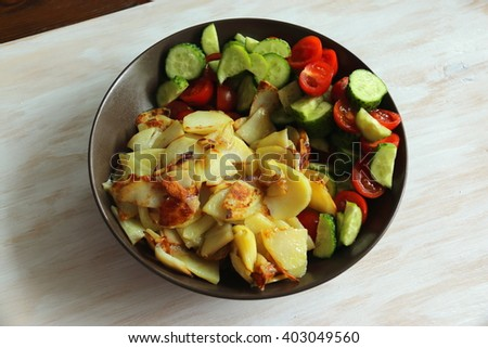 Fried potatoes and vegetables