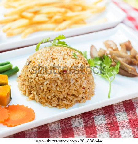 Fried rice with chili or spices that are spicy. A traditional style of Thailand