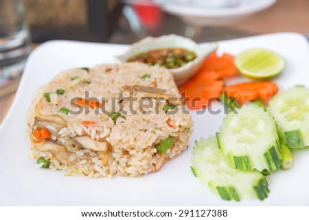 fried rice with lemon and cucumber, fried rice