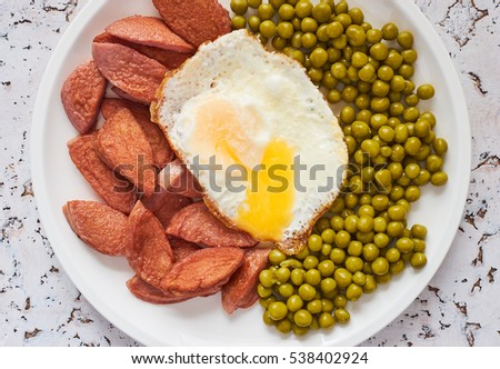 Fried sausage with egg and peas