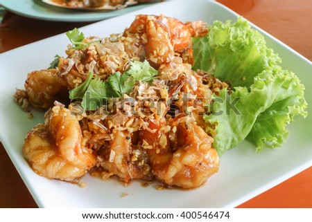 Fried shrimp with chilli sauce and garlic - Thai dish