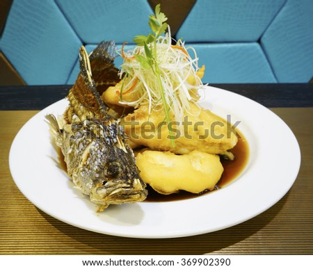 Fried snapper fish with sauce