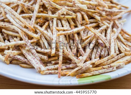 fried taro chips, Taro snacks on a plate