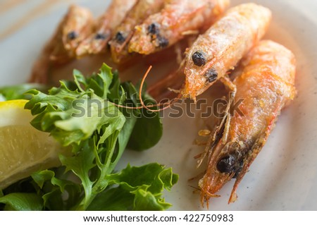 Fried whole heads on shrimp breaded and crispy with lettuce and lemon