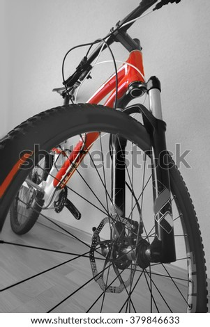 front wheel mountain bike handlebar, brake disc, front shock absorber, frame, cross country