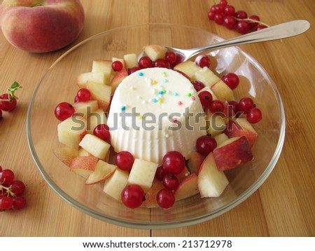 Frozen yogurt ice cream cake with fruits