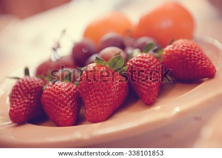 Fruit plate with strawberries, grapes and oranges