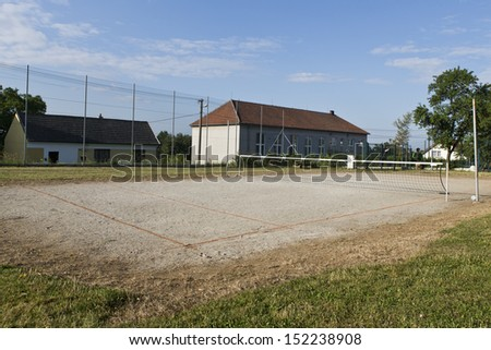 futnet or tennis court with house