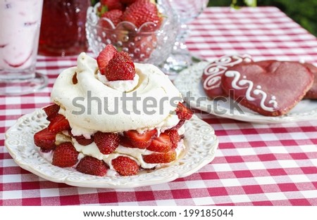 Garden party: pavlova with strawberries