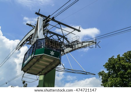 GATLINBURG-AUGUST 8: Aerial Tramway Ober Gatlinburg with tourist in Gatlinburg, Tennessee, USA on August 8, 2016.