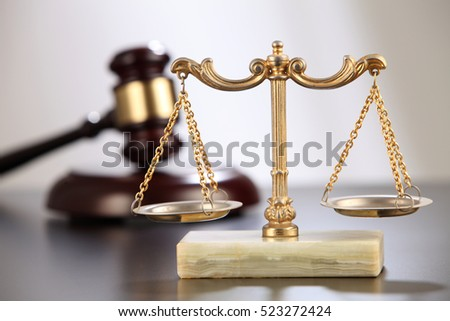 gavel hammer with the balance scales