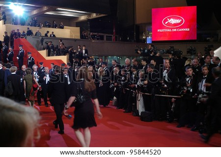 General atmosphere at the 59th Annual International Film Festival de Cannes. May 21, 2006  Cannes, France.  2006 Paul Smith / Featureflash