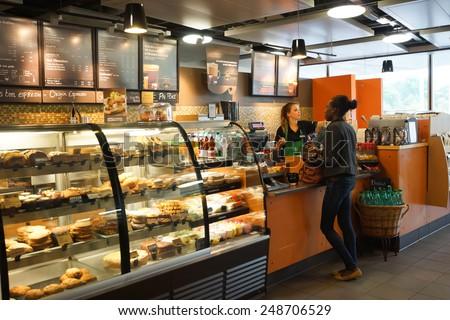 GENEVA SEP 11 Starbucks Cafe Interior Stockfoto (Jetzt bearbeiten ...