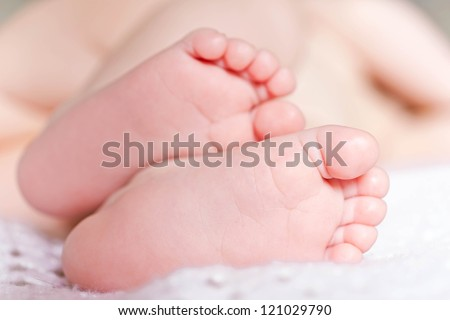 Gentle infant legs, feet forward