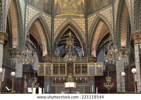 GERAARDSBERGEN, BELGIUM-OCTOBER 31, 2013: Altar in gothic Sint-Bartholomeuskerk.This church was built on place of 12 century chapel