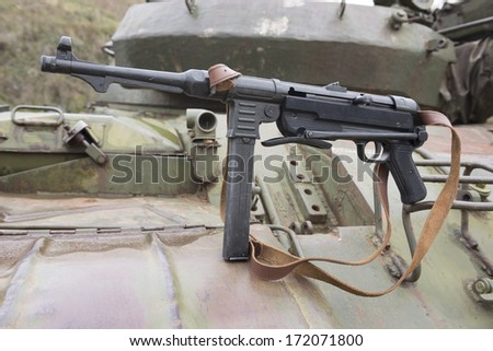 German submachine gun on the armor of the tank