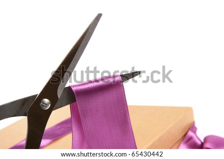 gift wrapping: scissors cutting ribbon