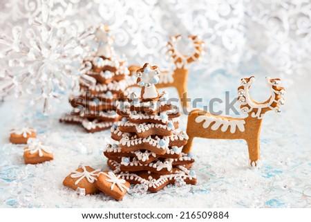 Gingerbread Christmas tree and deer - stock photo