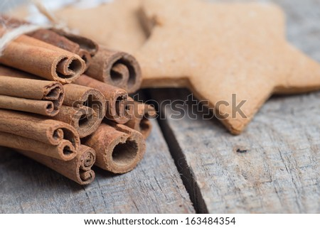 Gingerbread cookies on wooden background with cinamon