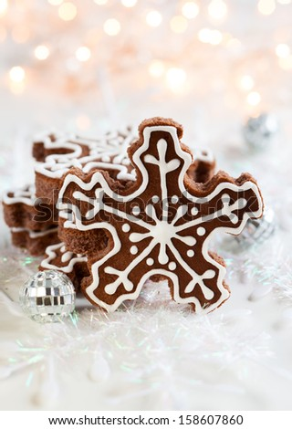 Gingerbread Snowflake Cookies with decoration