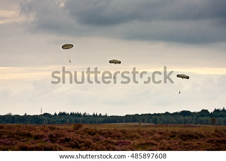 GINKEL HEATH - SEPTEMBER 17: Paratroopers drop during the 72 commemoration of operation Market Garden on September 17, 2016 in Ginkel, Ede municipality, Netherlands.