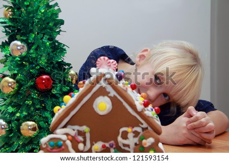Girl and the gingerbread house - stock photo