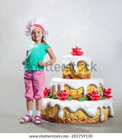 Girl - confectioner, cooked a delicious cake