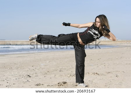 girl fighting in the beach