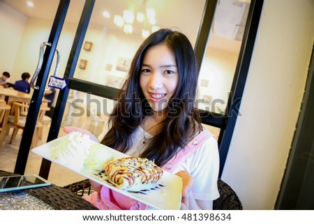 girl in coffee shop