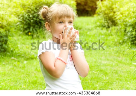 girl is allergic to the pollen of flowers