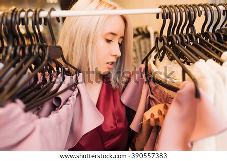 girl looking at the price tag on the dress shop