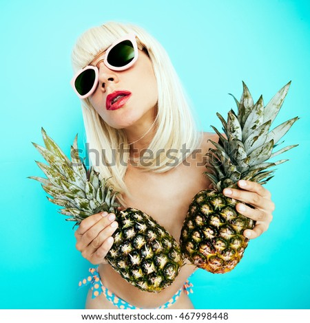 Girl loves Pineapples. Tropical Party style Fashion Blond
