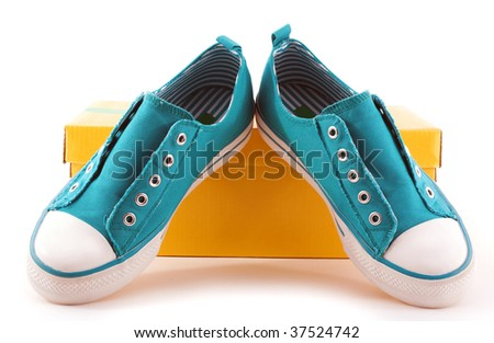 girl's athletic shoes