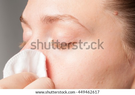 girl that blow his nose