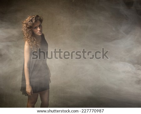 girl with curly hair pose in a fashionable and cloudy situation