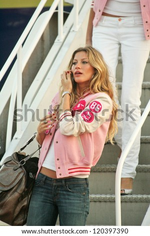 Gisele Bundchen at the arrival of the Victoria's Secret Models via Private Jet to Burbank's Bob Hope Airport, Burbank, CA 11-14-06 Photo by - stock photo