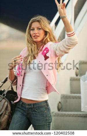 Gisele Bundchen at the arrival of the Victoria's Secret Models via Private Jet to Burbank's Bob Hope Airport, Burbank, CA 11-14-06 - stock photo