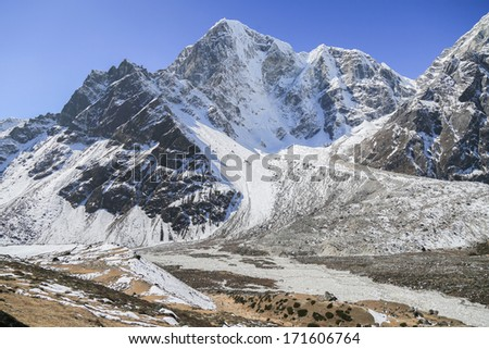 glacier beside of everest basecamp from everest trek nepal