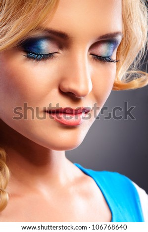 Glamour portrait of beautiful blonde woman model with fresh daily makeup and romantic wavy hairstyle. Fashion shiny highlighter on skin, sexy gloss lips make-up